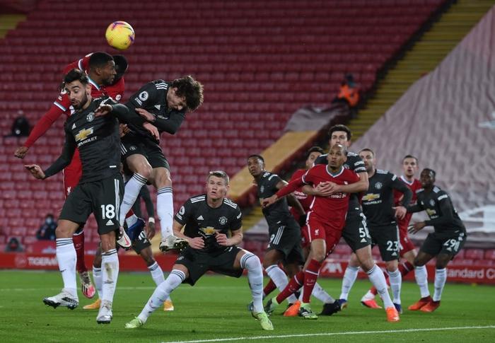 Bất phân thắng bại với kình địch Liverpool, Man Utd vững vàng trên ngôi đầu - Ảnh 4.