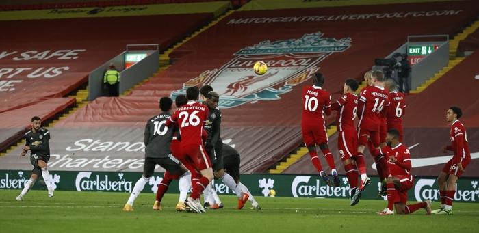 Bất phân thắng bại với kình địch Liverpool, Man Utd vững vàng trên ngôi đầu - Ảnh 6.