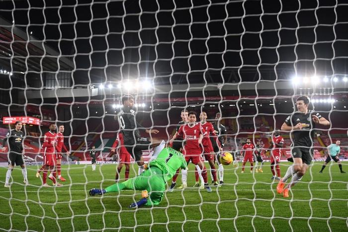 Bất phân thắng bại với kình địch Liverpool, Man Utd vững vàng trên ngôi đầu - Ảnh 7.