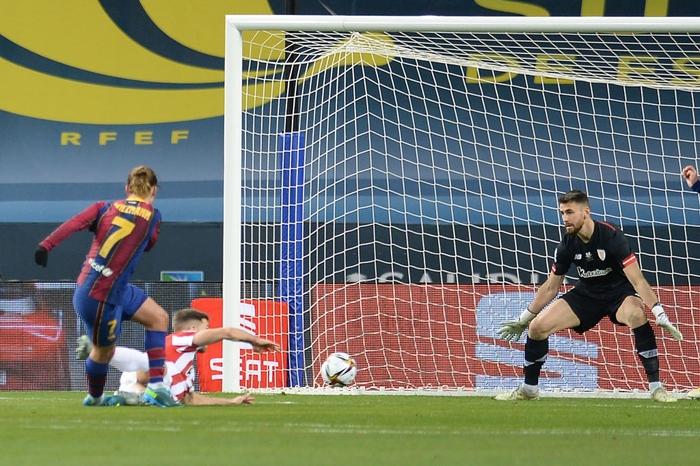 Messi ăn thẻ đỏ, Barca thất bại ở chung kết Siêu Cúp Tây Ban Nha - Ảnh 1.