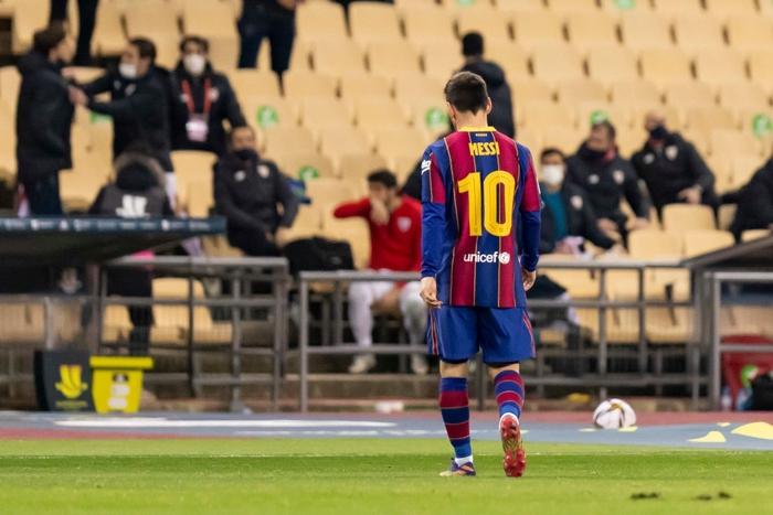 Messi tung nắm đấm với hai cầu thủ Bilbao trong góc máy mới - Ảnh 4.