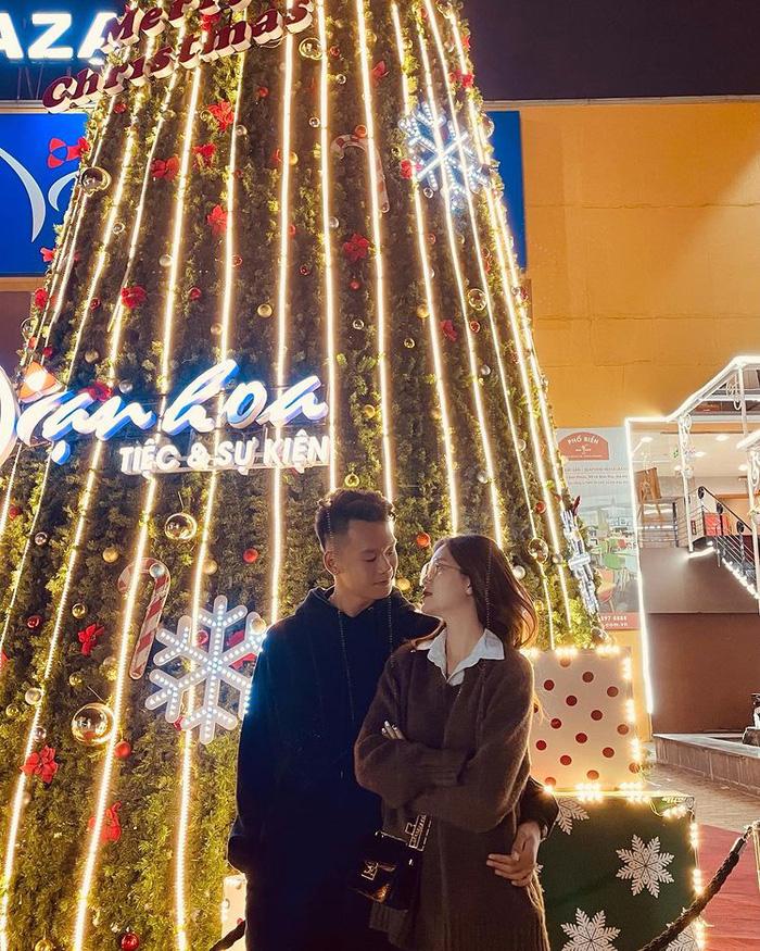 """Thành Chung và bạn gái thích thú khi tình cờ """"va phải nhau"""" giữa phố  - Ảnh 3."""