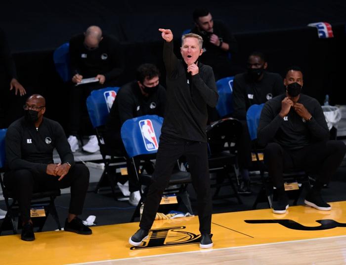 HLV trưởng Golden State Warriors cảnh báo Stephen Curry - Ảnh 1.