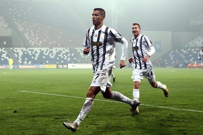 Ronaldo lại sắm vai người hùng giúp Juventus giành danh hiệu đầu tiên mùa này - Ảnh 2.