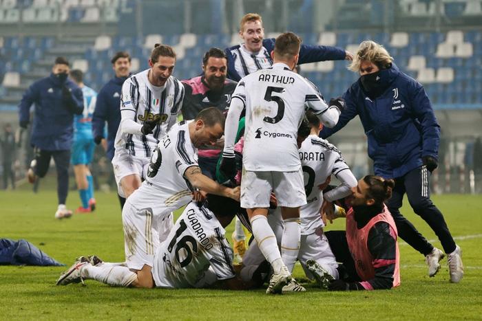 Ronaldo lại sắm vai người hùng giúp Juventus giành danh hiệu đầu tiên mùa này - Ảnh 8.