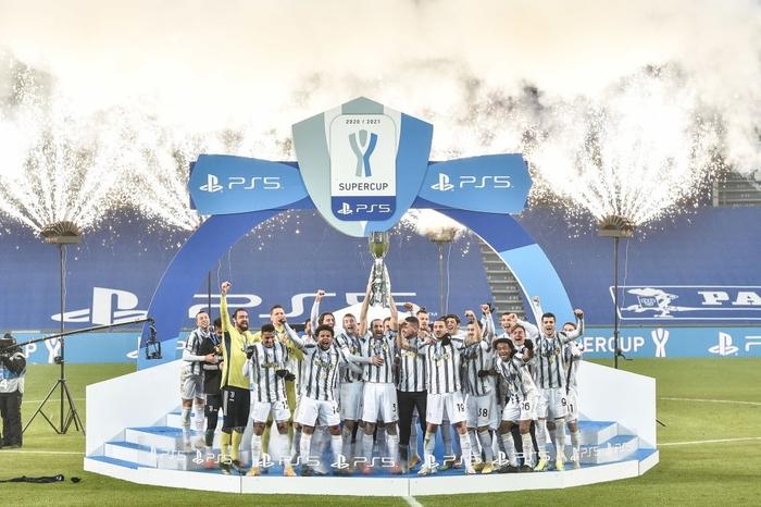Ronaldo lại sắm vai người hùng giúp Juventus giành danh hiệu đầu tiên mùa này - Ảnh 1.