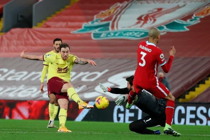 Liverpool thua sốc đối thủ không ngờ tới, chấm dứt kỷ lục bất bại kéo dài gần 4 năm - Ảnh 4.