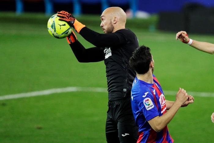 """Đội bóng La Liga """"chơi lớn"""" khi để thủ môn lên sút phạt đền - Ảnh 5."""