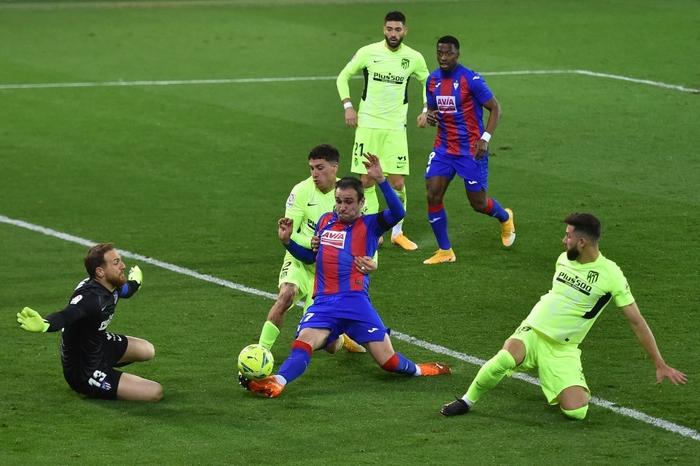 """Đội bóng La Liga """"chơi lớn"""" khi để thủ môn lên sút phạt đền - Ảnh 7."""