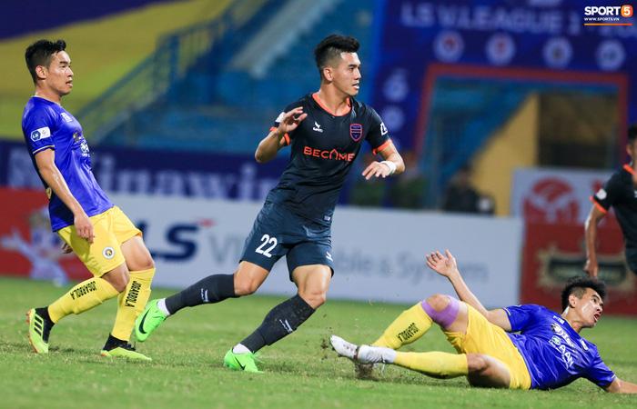 Pha bóng Tiến Linh giật gót tinh tế rồi ghi bàn hạ Hà Nội FC xứng đáng ghi vào sách giáo khoa - ảnh 2