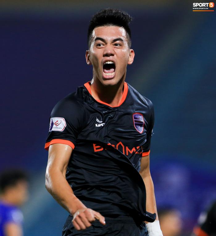 Pha bóng Tiến Linh giật gót tinh tế rồi ghi bàn hạ Hà Nội FC xứng đáng ghi vào sách giáo khoa - Ảnh 4.