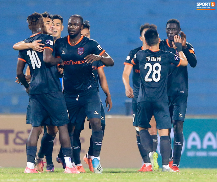Pha bóng Tiến Linh giật gót tinh tế rồi ghi bàn hạ Hà Nội FC xứng đáng ghi vào sách giáo khoa - ảnh 9