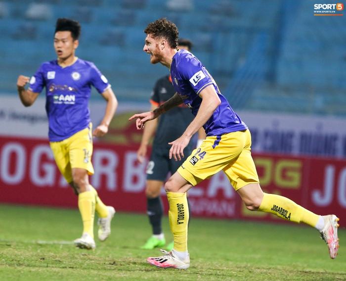 Pha bóng Tiến Linh giật gót tinh tế rồi ghi bàn hạ Hà Nội FC xứng đáng ghi vào sách giáo khoa - Ảnh 7.