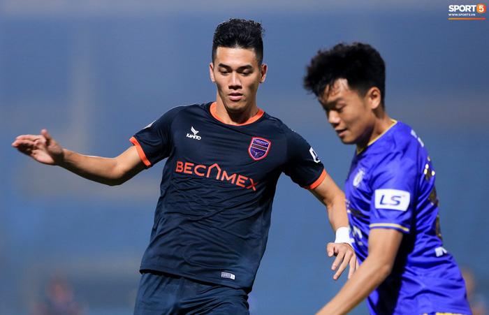Pha bóng Tiến Linh giật gót tinh tế rồi ghi bàn hạ Hà Nội FC xứng đáng ghi vào sách giáo khoa - ảnh 1