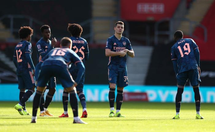 Hậu vệ phản lưới nhà, Arsenal cay đắng rời FA Cup  - Ảnh 1.