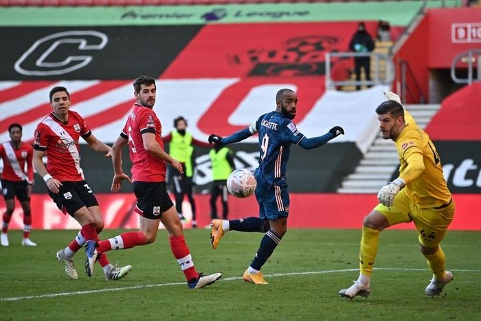 Hậu vệ phản lưới nhà, Arsenal cay đắng rời FA Cup  - Ảnh 6.