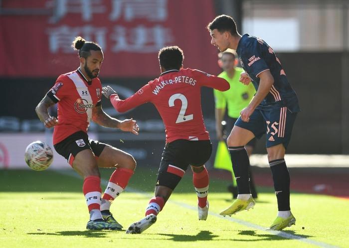 Hậu vệ phản lưới nhà, Arsenal cay đắng rời FA Cup  - Ảnh 2.
