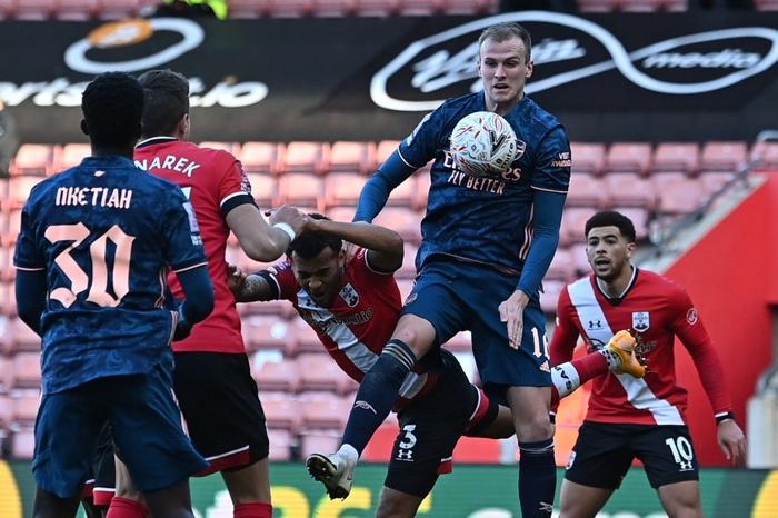 Hậu vệ phản lưới nhà, Arsenal cay đắng rời FA Cup  - Ảnh 8.