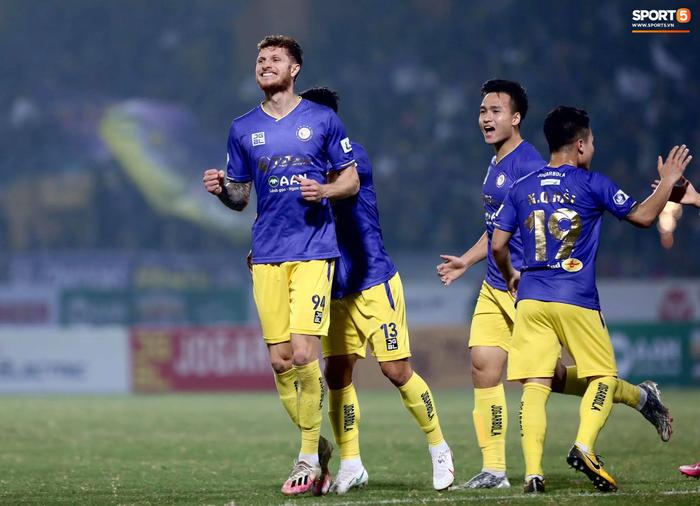 Trực tiếp CLB Hà Nội 1-0 Bình Dương: Đội chủ nhà vượt lên dẫn trước - Ảnh 1.