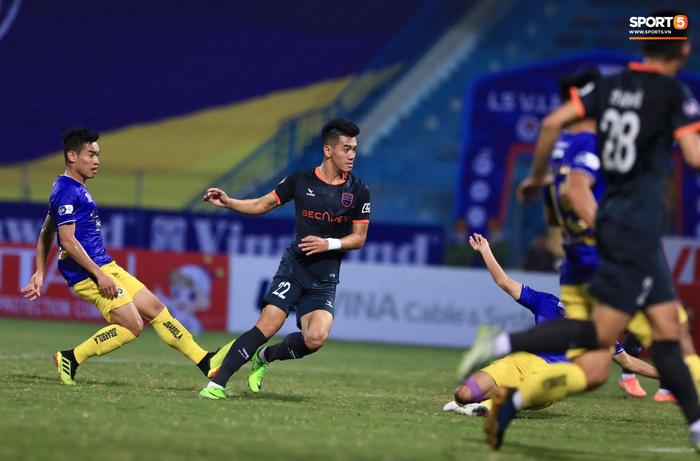Thi đấu thất vọng, CLB Hà Nội thua ngược 1-2 Bình Dương ngay trên sân nhà Hàng Đẫy - Ảnh 2.