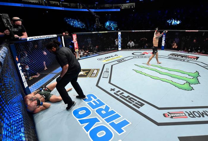 Hướng đi nào cho McGregor sau thất bại trước Poirier tại UFC 257? - Ảnh 2.