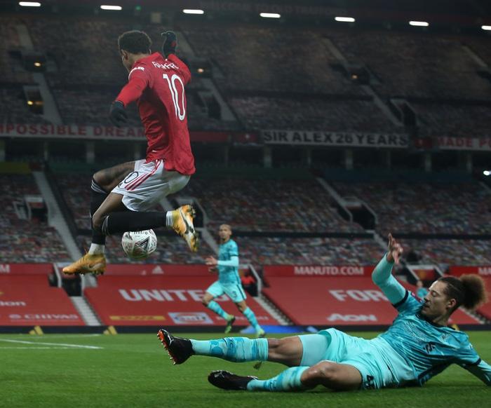 Bruno sút phạt đẳng cấp, Man Utd ngược dòng loại Liverpool khỏi cúp FA - Ảnh 7.