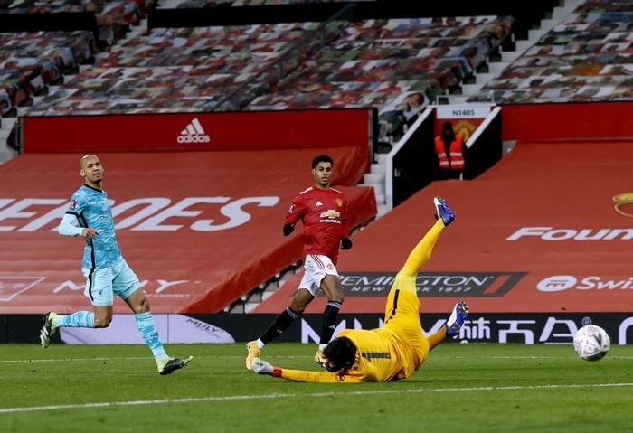 Bruno sút phạt đẳng cấp, Man Utd ngược dòng loại Liverpool khỏi cúp FA - Ảnh 9.