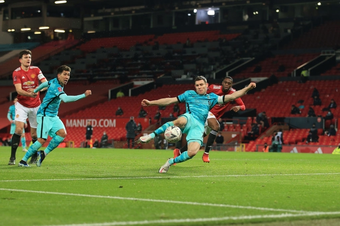 Bruno sút phạt đẳng cấp, Man Utd ngược dòng loại Liverpool khỏi cúp FA - Ảnh 10.