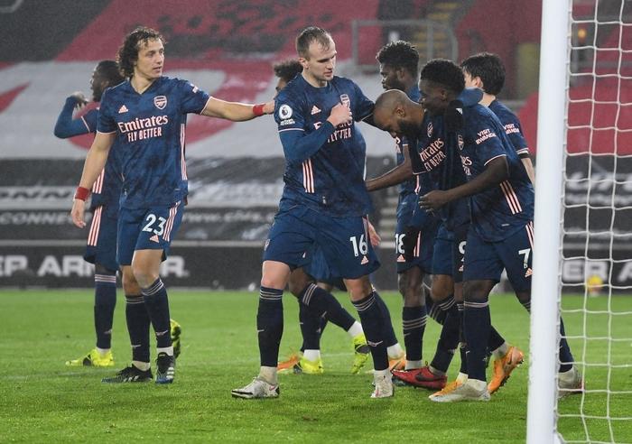 Hủy diệt đối thủ 5-0, Man City chiếm ngôi đầu của MU - ảnh 10