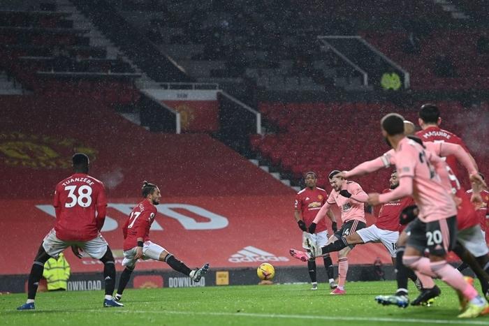 Man Utd thua sốc đội bét bảng, quăng đi cơ hội đòi lại ngôi đầu Ngoại hạng Anh - Ảnh 8.