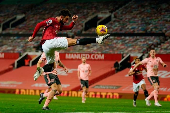 Man Utd thua sốc đội bét bảng, quăng đi cơ hội đòi lại ngôi đầu Ngoại hạng Anh - Ảnh 3.