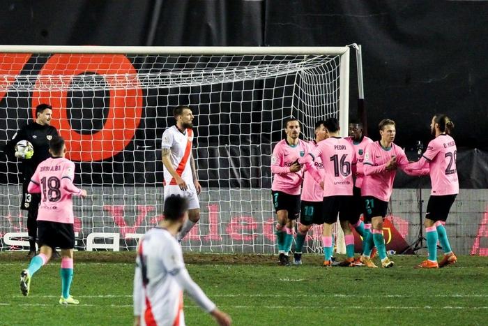 Messi tỏa sáng rực rỡ ngày trở lại giúp Barca ngược dòng vào Tứ kết cúp Nhà Vua - Ảnh 5.