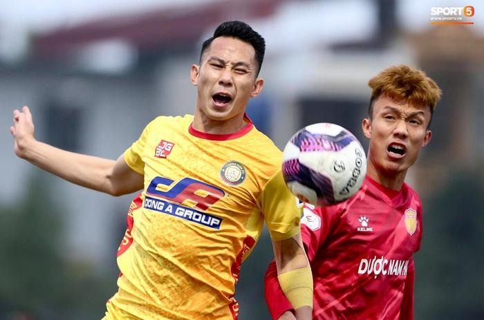 V.League cấm khán giả vì Covid-19, CĐV Thanh Hoá vẫn tụ tập cùng xem trận gặp Nam Định FC - Ảnh 8.