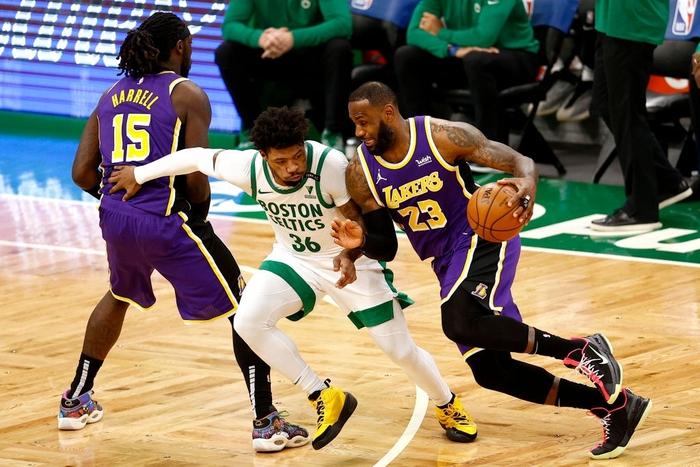 Mắc sai lầm chí mạng, Los Angeles Lakers thoát chết ngoạn mục trước Boston Celtics - Ảnh 1.