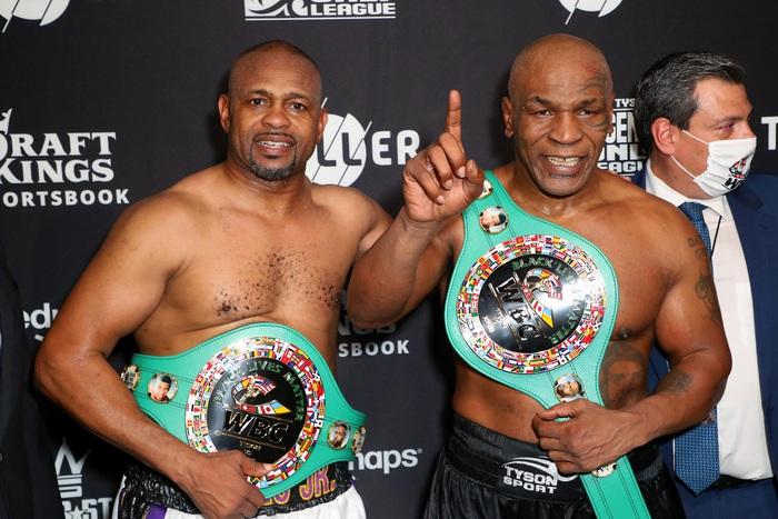 """""""Tay đấm thép"""" Mike Tyson bất ngờ xuất hiện trong lồng bát giác, dấy lên tin đồn chuẩn bị chuyển sang MMA - Ảnh 4."""