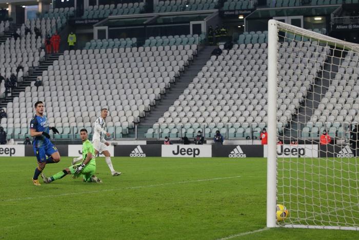 Cristiano Ronaldo lập công lớn ngày Juventus mở tiệc đầu năm - Ảnh 5.