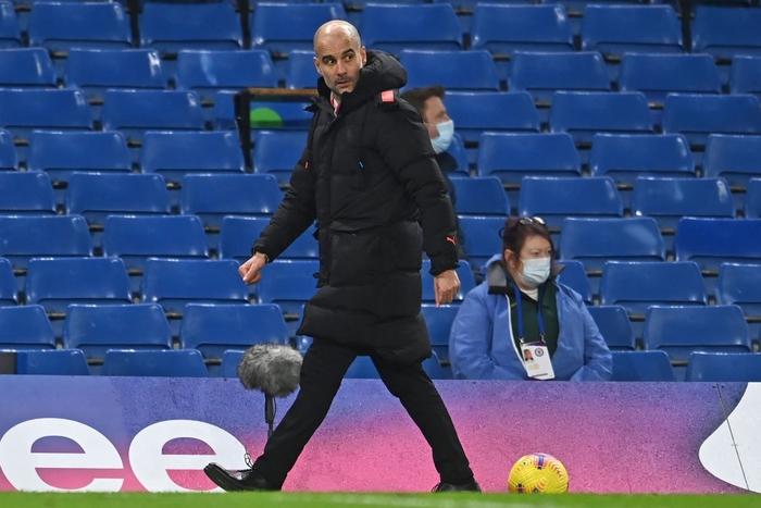 Đè bẹp Chelsea, Man City phả hơi nóng vào cuộc đua vô địch Ngoại hạng Anh - Ảnh 2.