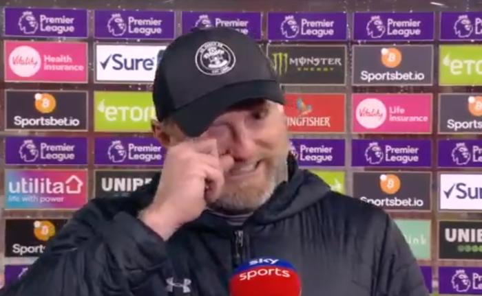 Hạ gục Liverpool, HLV Southampton quỳ xuống khóc nức nở và pha bẻ lái sau đó của ông khiến tất cả phải bật cười - Ảnh 5.