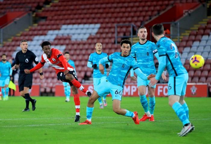 Người cũ khiến Liverpool trắng tay, trao cơ hội cướp ngôi đầu cho Man Utd - Ảnh 6.