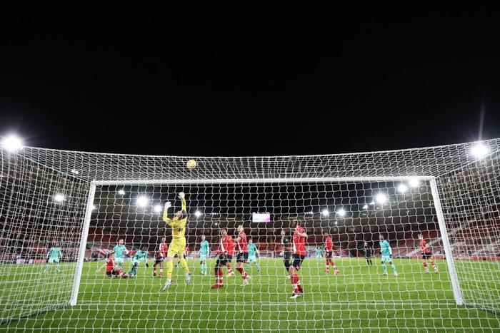 Người cũ khiến Liverpool trắng tay, trao cơ hội cướp ngôi đầu cho Man Utd - Ảnh 9.