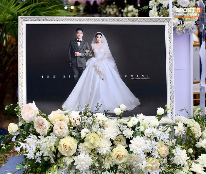 Đám cưới Tiến Dũng và Khánh Linh ở Bắc Ninh: Mời hơn 1500 khách, quà cảm ơn trao tay ngọt ngào - Ảnh 8.