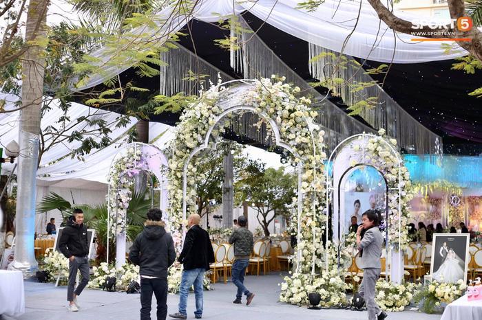 Đám cưới Tiến Dũng và Khánh Linh ở Bắc Ninh: Mời hơn 1500 khách, quà cảm ơn trao tay ngọt ngào - Ảnh 1.
