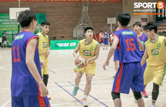Đội bóng rổ của trường THPT Xuân Mai gây sốt với visual cực đỉnh, màn phát cẩu lương sau đó thì khiến tất cả phải rụng tim - Ảnh 3.