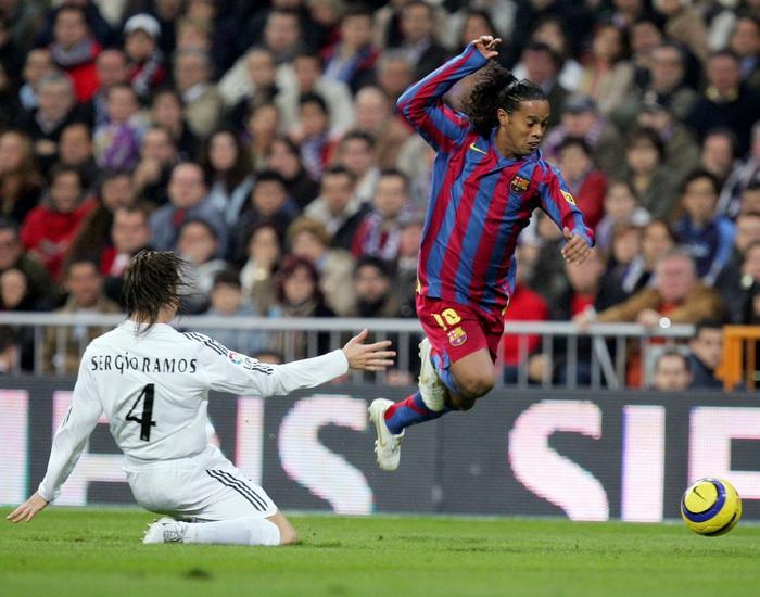 Hậu tù tội, Ronaldinho phục sinh và ngày càng rực rỡ - Ảnh 3.