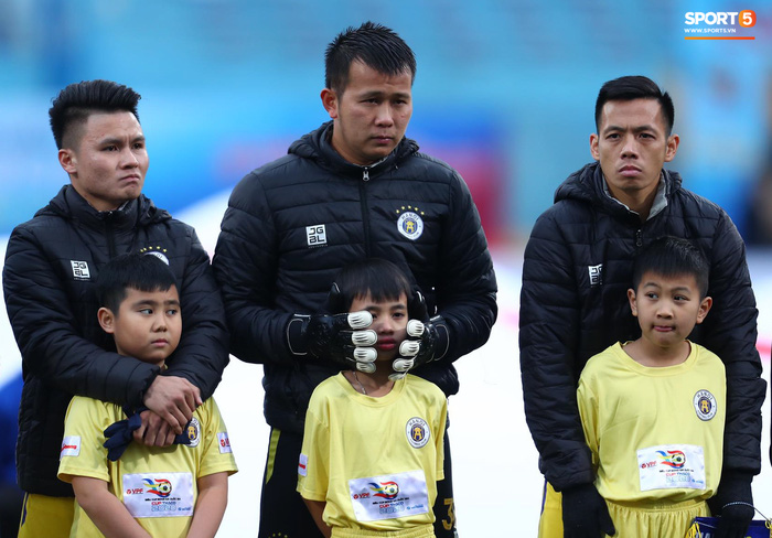 BTC trận Siêu Cúp Quốc gia bị chỉ trích vì để trẻ em mặc áo cộc tay ra sân giữa trời rét 10 độ C - Ảnh 5.