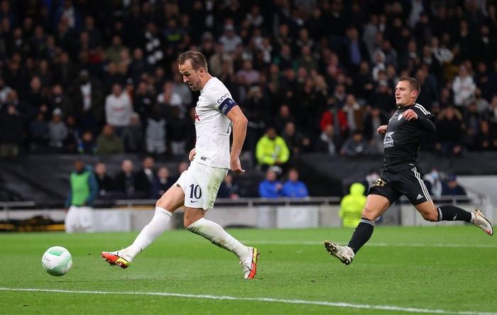 Son kiến tạo, Kane lập hat-trick giúp Tottenham lên đầu bảng xếp hạng Conference League - Ảnh 11.