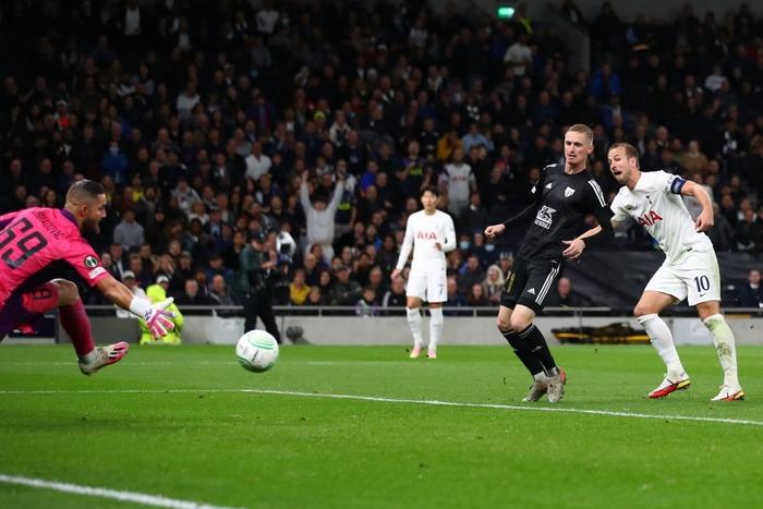 Son kiến tạo, Kane lập hat-trick giúp Tottenham lên đầu bảng xếp hạng Conference League - Ảnh 12.