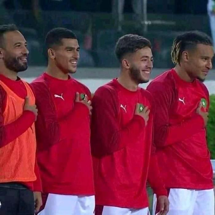 4 tuyển thủ Maroc cười nắc nẻ khi hát quốc ca, bị fan đòi tống cổ khỏi đội tuyển quốc gia - Ảnh 2.
