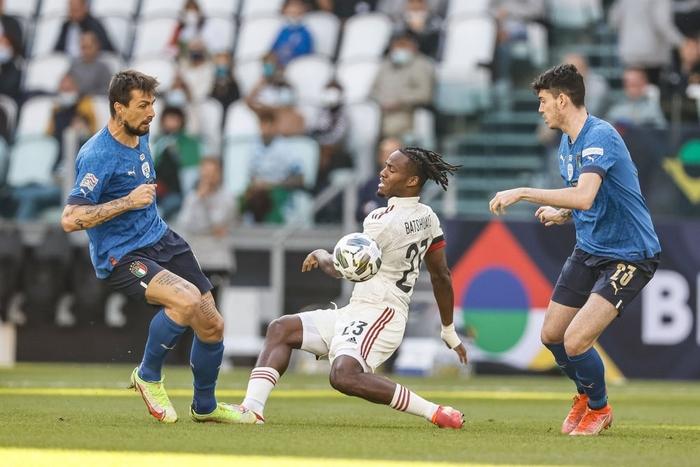 Bị xà ngang, cột dọc từ chối 3 bàn thắng, Bỉ bất lực chứng kiến Ý giành hạng 3 Nations League - Ảnh 4.