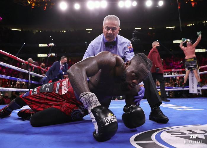 Tyson Fury sau chiến thắng trước Deontay Wilder: Không tay đấm hạng nặng nào vĩ đại hơn tôi vào lúc này - Ảnh 3.
